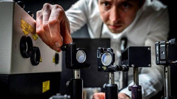 Diseñan cámara que puede tomar 5 billones de fotos en un segundo