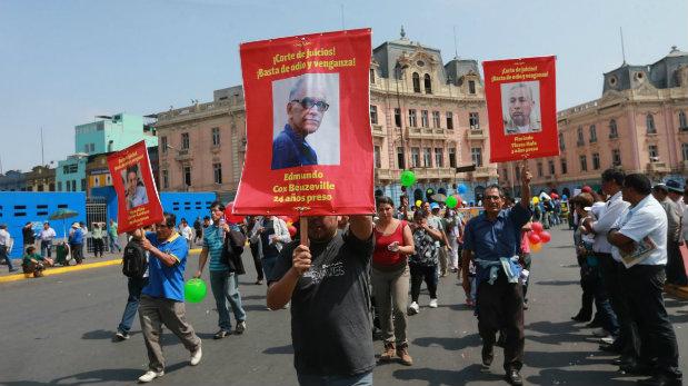 Asimismo, mostraron fotografías de los ex cabecillas senderistas Florindo Flores Hala 'Artemio' y Edmundo Cox Beuzeville. (Foto: Lino Chipana/ El Comercio)