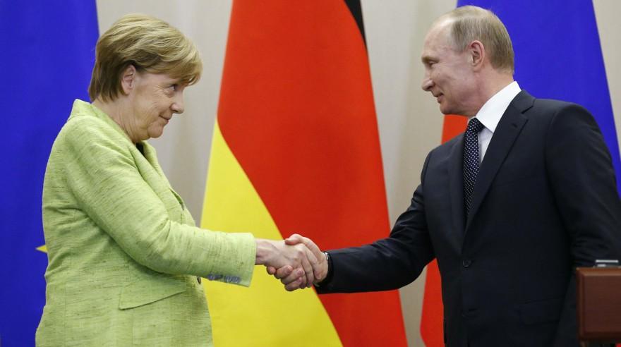 Vladimir Putin y Angela Merkel. (Reuters)