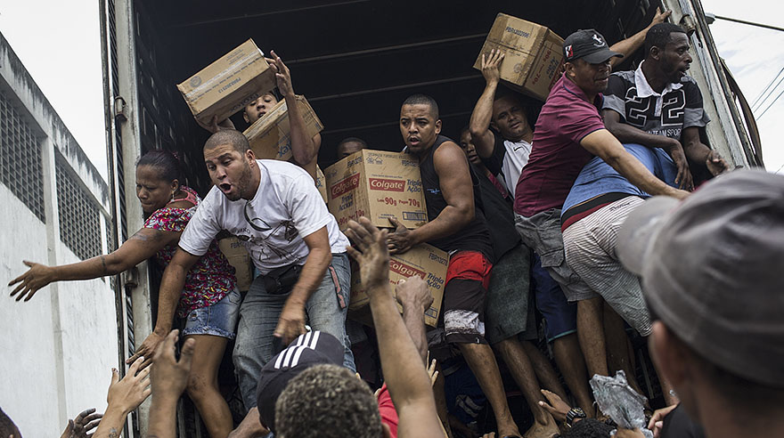 Al menos 37 detenidos en Río de Janeiro tras enfrentamiento entre bandas