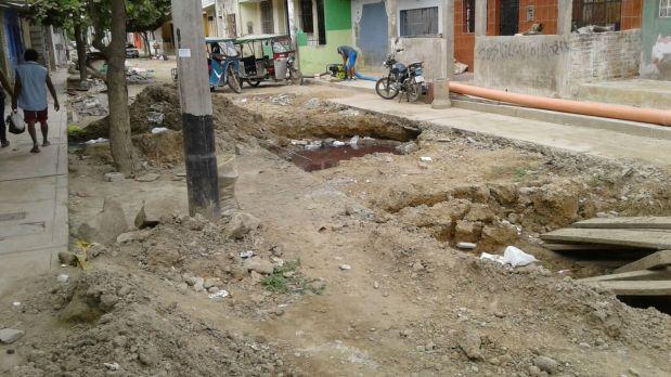 Luego de tres semanas, las obras en esta calle de Piura siguen detenidas. (Foto: WhatsApp El Comercio)
