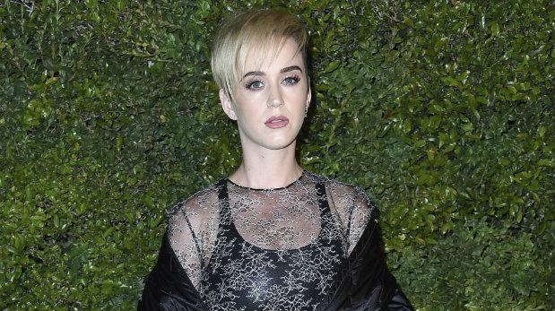 Katy Perry desata la polémica tras comparar su cabello con Barack Obama