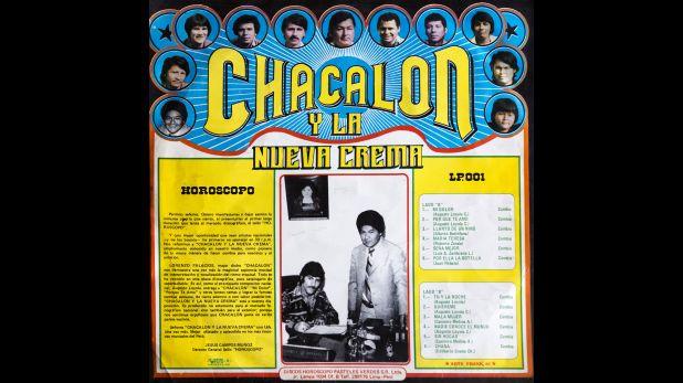 Contraportada original del primer álbum de Chacalón y la Nueva Crema, con una fotografía de Chacalón y Juan Campos Muñoz.