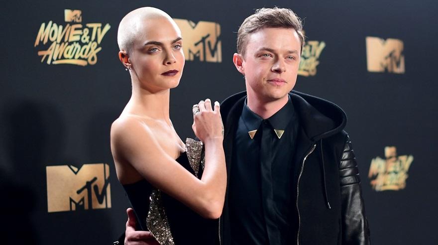 Cara Delevingne apareció con la cabeza rapada en los MTV Awards
