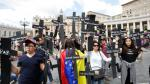 Venezolanos protestan frente al Papa con cruces negras - Noticias de venezuela hugo chavez
