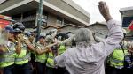 """""""Respeten a los viejos"""": Policía reprime a ancianos en Caracas - Noticias de papa noel"""