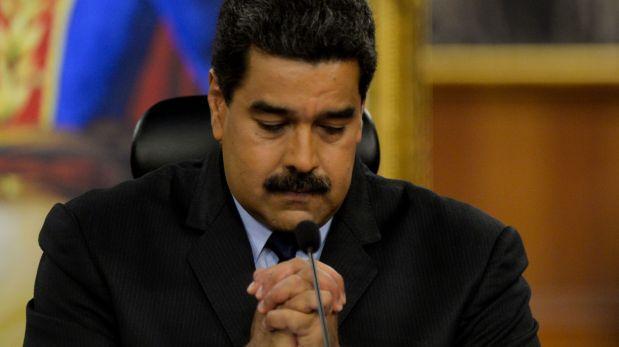 Miles de opositores bloquean calles en Venezuela contra Maduro