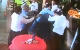Celebración de primera comunión acabó en violenta pelea [VIDEO]
