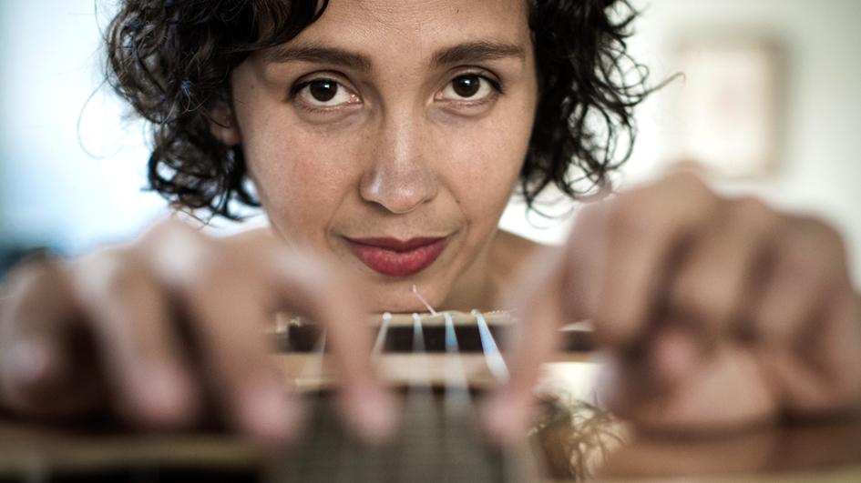 La Lá: la cantautora peruana que se alista a conquistar México [AUDIO]