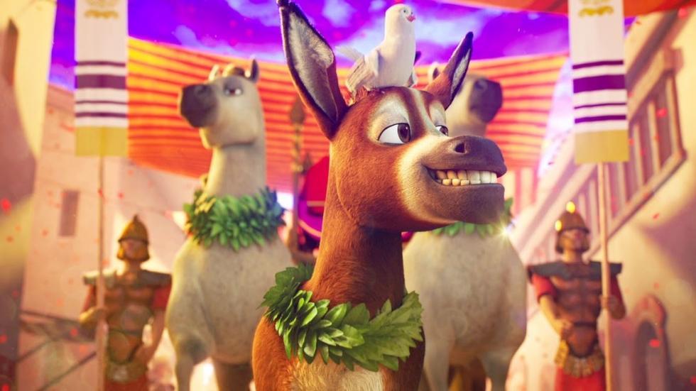 Un burro pequeño pero valiente llamado Bo anhela una vida más allá de su trabajo diario en el molino de la villa. Un día encuentra el valor para liberarse y por fin emprende la aventura de sus sueños. En su viaje se reúne con Ruth, una adorable oveja que perdió su rebaño, y Dave, una paloma con aspiraciones elevadas. Junto con tres graciosos camellos y otros excéntricos animales de establo, Bo y sus nuevos amigos siguen la Estrella y se convierten en los improbables héroes de la más grande historia jamás contada – la primera Navidad.