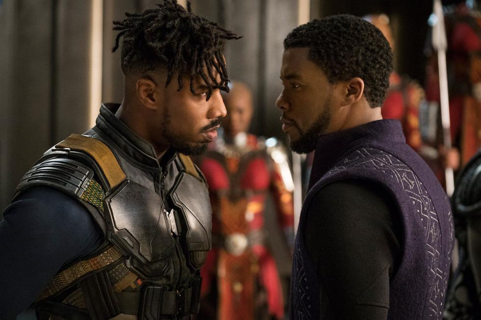 """""""Black Panther"""" cuenta la historia de T'Challa quien, después de los acontecimientos de """"Capitán América: Civil War"""", vuelve a casa, a la nación de Wakanda, aislada y muy avanzada tecnológicamente, para ser proclamado Rey. Pero la reaparición de un viejo enemigo pone a prueba el temple de T'Challa como Rey y Black Panther ya que se ve arrastrado a un conflicto que pone en peligro todo el destino de Wakanda y del mundo."""