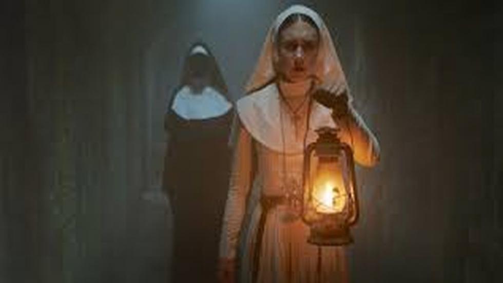 Cuando una joven monja en una abadía de clausura en Rumanía se suicida, un sacerdote con un pasado poseído y una novicia a punto de tomar sus votos son enviados por el Vaticano para investigar. Juntos descubren el profano secreto de la orden. Arriesgando no solo sus propias vidas sino su fe y hasta sus almas, se enfrentan a una fuerza maléfica en forma de monja demoníaca, en una abadía que se convierte en un campo de batalla de horror entre los vivos y los condenados.... Spin-off de la película de terror de 2016 'The Conjuring 2'. Producida por Atomic Monster, productora del director de terror James Wan.