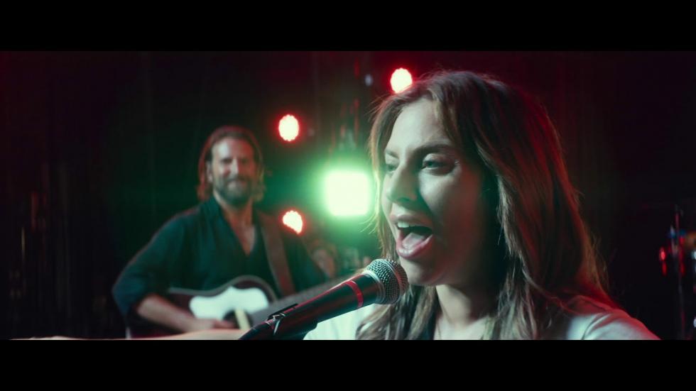 Jackson Maine (Bradley Cooper) es una estrella consagrada de la música que se enamora de Ally (Lady Gaga), una artista que lucha por salir adelante. Justo cuando Ally está a punto de abandonar su sueño de convertirse en cantante, Jack decide ayudarla en su carrera hacia la fama. El camino será más duro de lo que imaginan.