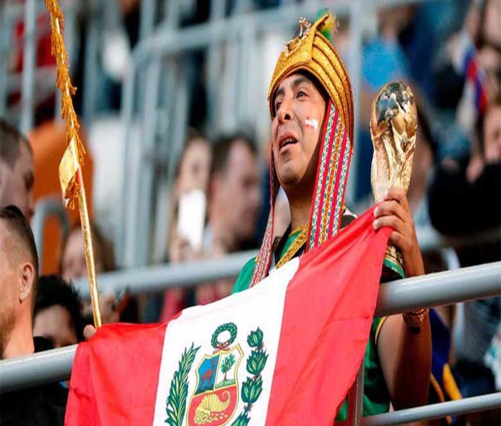 """""""Contigo Perú"""" narra la histórica clasificación de la Selección Peruana de Fútbol al mundial de Rusia 2018 y su participación en éste evento deportivo desde la mirada íntima de los jugadores, comando técnico y la hinchada peruana que con su aliento incesante e incondicional se convirtió en la mejor hinchada del mundo."""