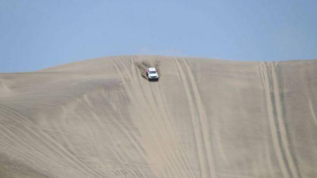 FOTOS: Ramón Ferreyros y el auto con el que competirá en el Dakar 2013