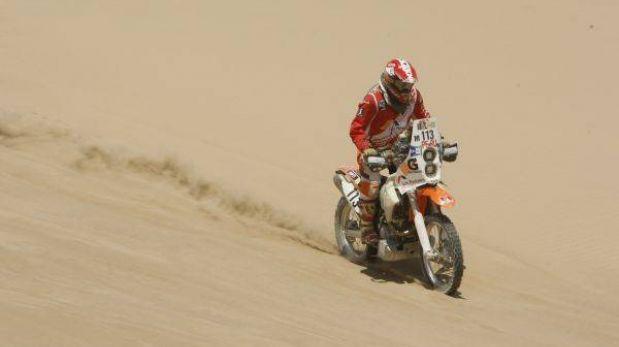 Los motociclistas peruanos mejoran sus puestos y siguen en el Dakar 2013