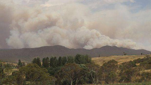 Más de 130 de incendios forestales en Australia son imposibles de controlar