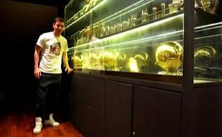 FOTOS: Lionel Messi posó en su casa junto a los cuatro Balones de Oro