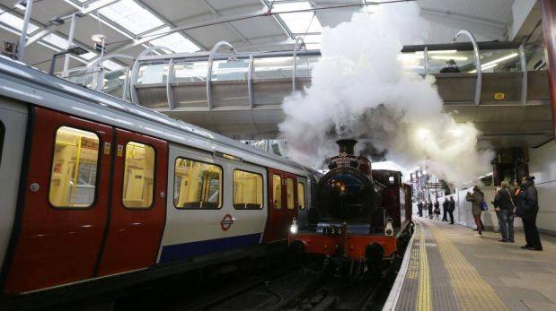 FOTOS: un viaje en locomotora conmemora el 150 aniversario del metro de Londres