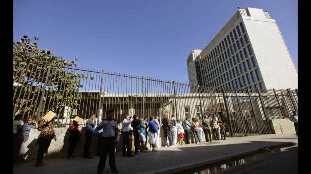 FOTOS: los cubanos hacen cola para obtener la ansiada visa a Estados Unidos
