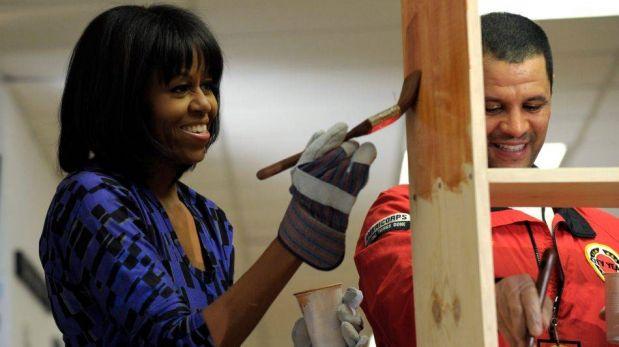 FOTOS: Barack Obama y su esposa pintaron muebles a pocas horas de ser investido como presidente