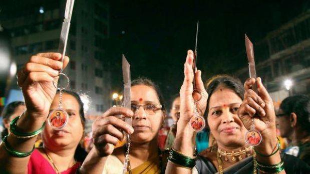 India: reparten cuchillos a mujeres para evitar más violaciones