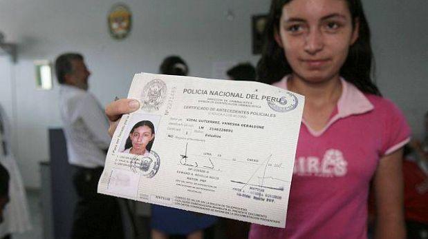 Piden eliminar alza de hasta 1.000% en costo de certificados que emite PNP