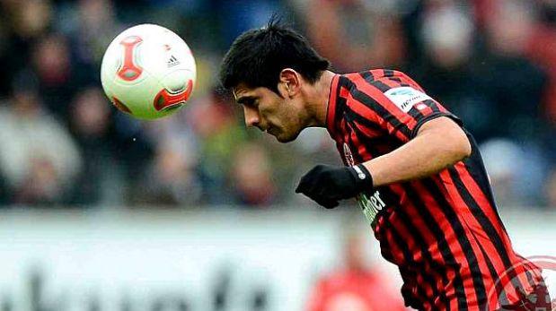 Eintracht Frankfurt con Carlos Zambrano igualó 0-0 ante Núrenberg
