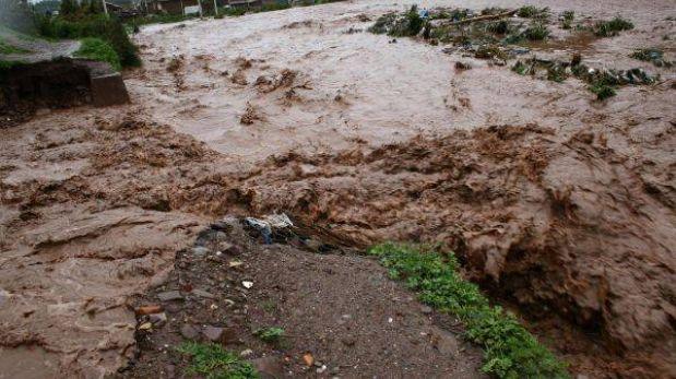 Pozuzo: un muerto y siete desaparecidos por desembalse del río
