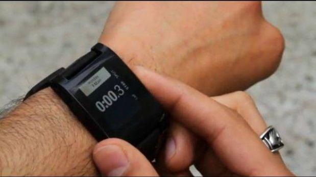 Google también crearía un reloj inteligente como Apple y Samsung