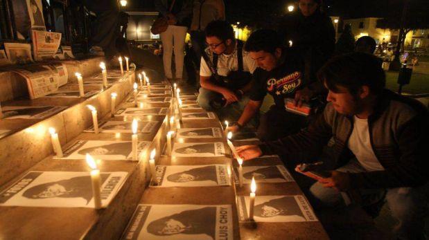 FOTOS: la vigilia de reporteros gráficos de Trujillo en honor a Luis Choy