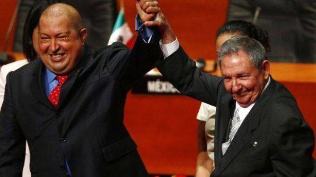 Hugo Chávez saluda a Raúl Castro pero sigue sin dejarse ver