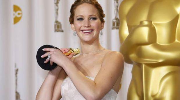 Jennifer Lawrence pide perdón por omitir a dos personas al recibir el Óscar