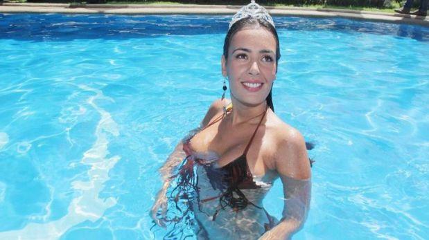 """FOTOS: así fue el sensual """"piscinazo"""" de Dominique Gallego en Viña del Mar"""