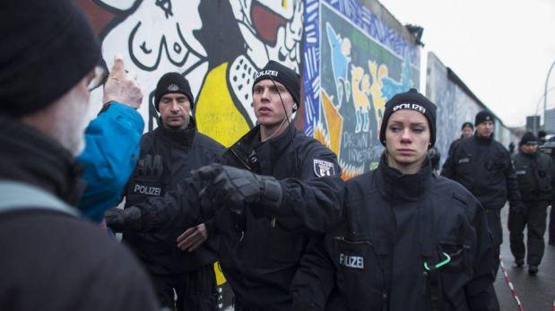 FOTOS: alemanes suplican que no se derriben los restos del Muro de Berlín