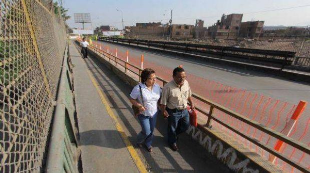 Un sentido del puente Universitaria se abrió hoy para el paso peatonal