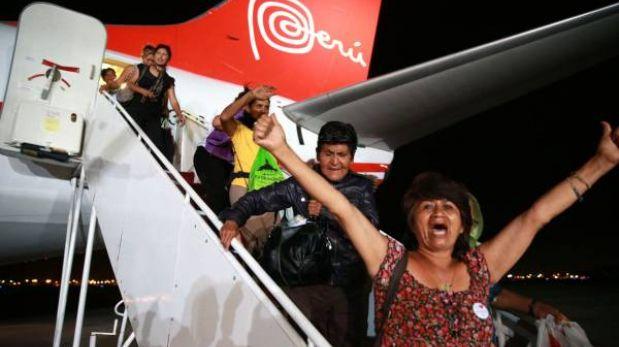 Peruanos varados en Colombia llegaron a Lima en vuelo de la FAP