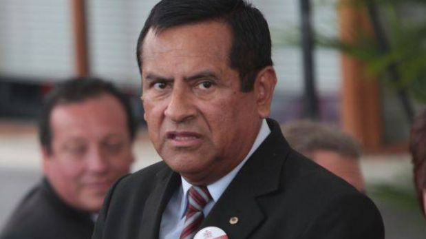 Marco Tulio Gutiérrez denunciará a funcionarios del JNE por negar reemplazo de expositores