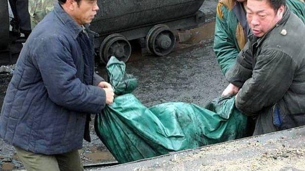 China: encuentran 1.000 cadáveres de patos flotando en un río
