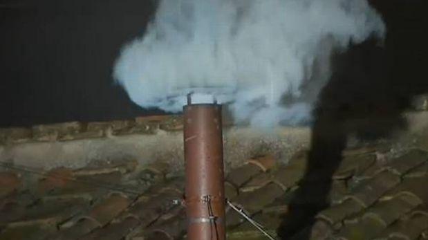 Fumata blanca: la Iglesia Católica tiene nuevo Papa
