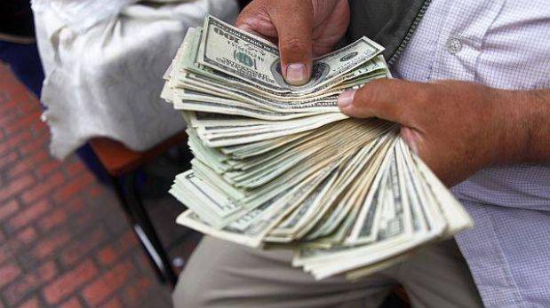 Tipo de cambio subió a S/.2,762 y Bolsa de Valores cayó en apertura