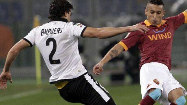 Álvaro Ampuero debutó en la Serie A pero Parma cayó 2-0 ante la Roma