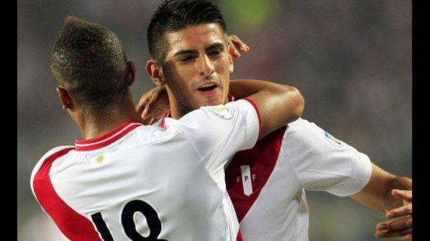 Carlos Zambrano es duda ante Chile por un golpe en el hombro