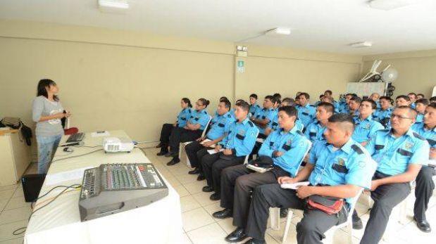 Miembros del MHOL capacitaron a serenos de Miraflores
