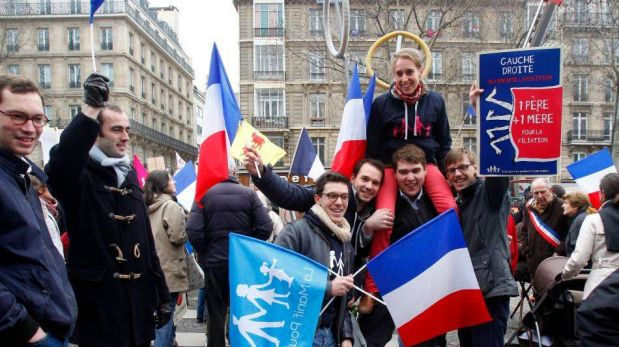 FOTOS: miles de personas le dijeron no al matrimonio gay en Francia
