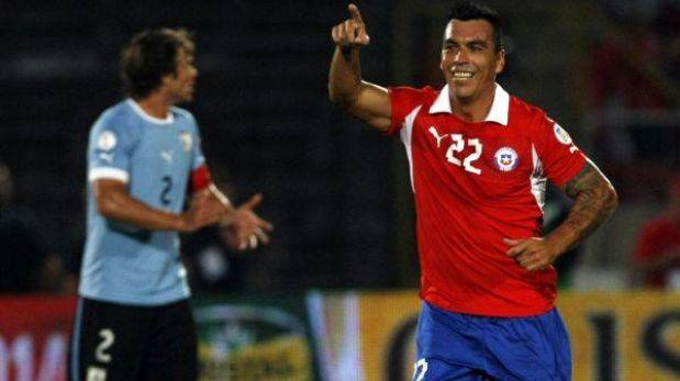 Chile ganó 2-0 a Uruguay y se ubica cuarto en la tabla