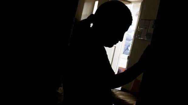 Argentino violó a su hijastra durante 20 años y tuvo 10 hijos con ella