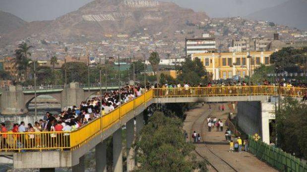 Puente Rayito de Sol se balancea por falla en el diseño, según Emape