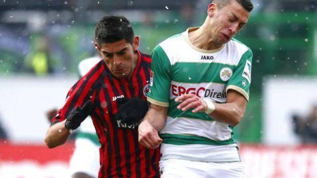 Eintracht Frankfurt con Carlos Zambrano derrotó 3-2 a Greuther Fürth