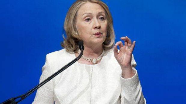 Hillary Clinton lanzará libro y alimenta rumores sobre candidatura en 2016